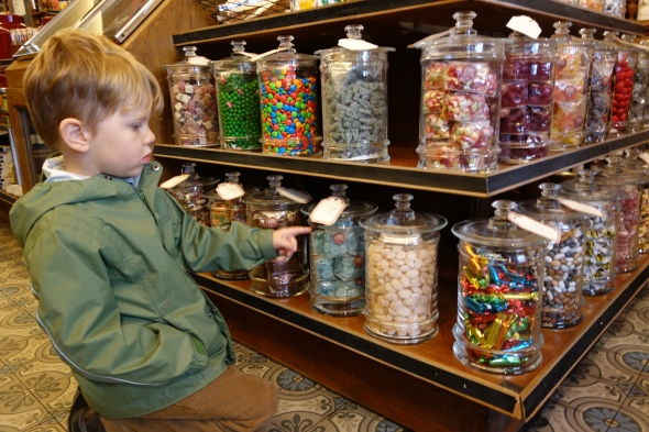 L'Opera candy store