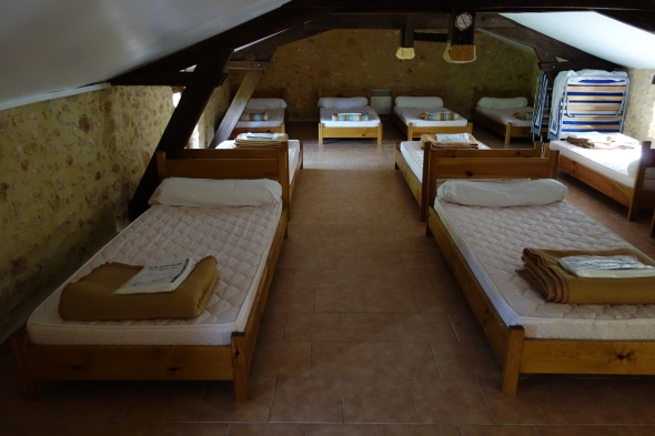 The Gite - Relais Vert.  The sheets are for 1-2 nights use and then throw away.