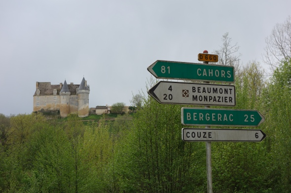 The moment we realize we are 20 km away, it's a hard moment, no one even cares about  Chateaux Bannes in the background.
