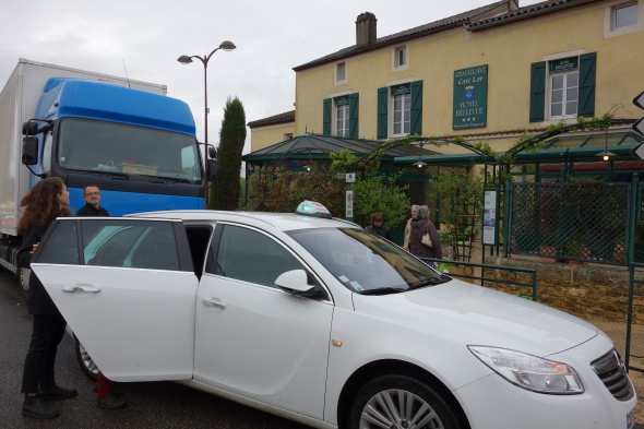 The taxi arrives just when the rain gets heavy and off we go to Cahors to jump on a train.